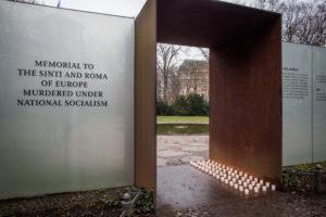 Beleuchtetes Denkmal, Foto Marko Priske