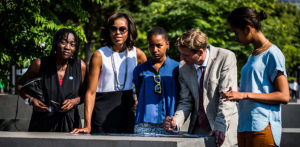 v. l. n. r.: Auma Obama, Michelle Obama, Sasha Obama, Uwe Neumärker, Malia Obama, Foto: Marko Priske