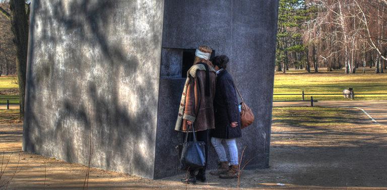 Denkmal für die im Nationalsozialismus verfolgten Homosexuellen, Tiergarten; Foto: Marko Priske