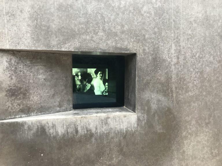 Film im Homosexuellen-Denkmal, Foto: Marko Priske