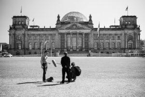 Markus Dichmann im Gespräch mit Dr. Bjoern Weigel, Reichstag ©Kulturprojekte Berlin, Foto Melanie Sapina