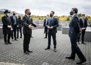 Foreign Minister Maas visits monument to the murdered Jews of Europe