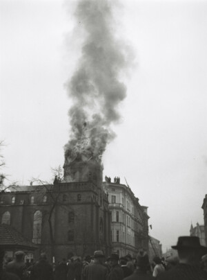 Glatz, 10. November 1938, brennende Synagoge, © Privatarchiv Gerhard Roese, Darmstadt; Fotograf Günter Veit