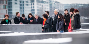 (left to right) Tova Wagmann-Fürst (life partner of Naftali Fürst), Uwe Neumärker, Federal President Joachim Gauck, Lea Rosh, Naftali Fürst and 16 year-old school pupils from the Community School Marzahn-Hellersdorf in the Field of Stelae. Photo: Marko Priske Picture: (left to right) Uwe Neumärker, Bundespräsident Joachim Gauck, Naftali Fürst und Lea Rosh in front of the enlarged portraits in the Information Centre, Photo: Marko Priske